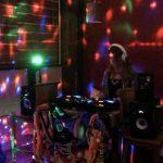 DJパーティーをドローンで盛り上げ
